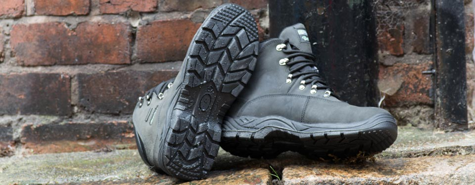 Wray Bros will help you choose the right Safety Shoe for the right environment. Call today on 0151 709 2271